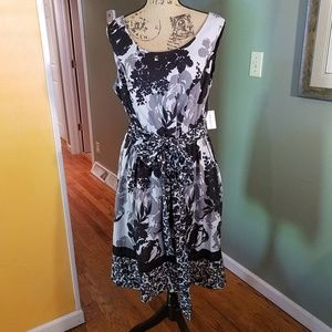 Dress Barn floral print, front tie NWT